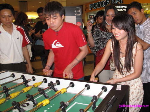 sixthseal and fourfeetnine playing foosball